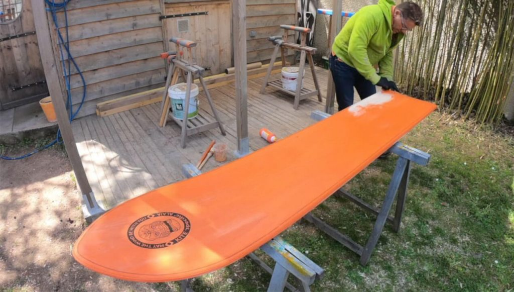 Colouring the deck of the Kite Alaia with Acrylic Paint