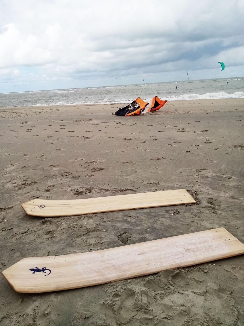 Sur la plage en attendant leur première session