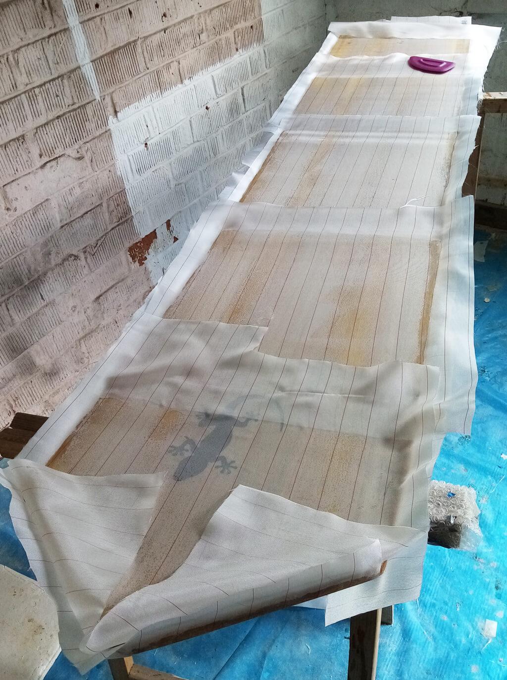 Tissu d'arrachage appliqué sur la fibre de verre